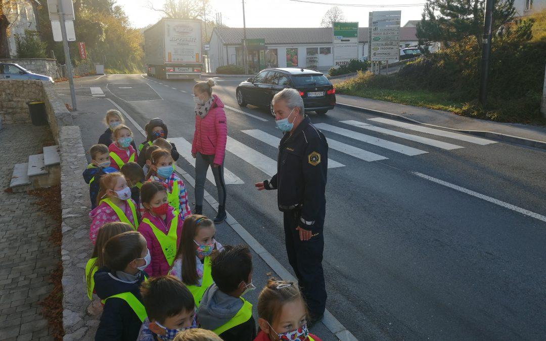 SPREHOD S POLICISTOM